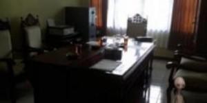 Foto Diduga Tuyul Mirip Alien terlihat di ruang fraksi PKS DPRD Magelang