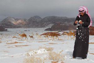 Salju tebal di Saudi Utara