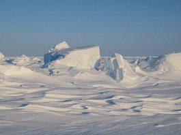 Es di Kutub Utara mulai mencair